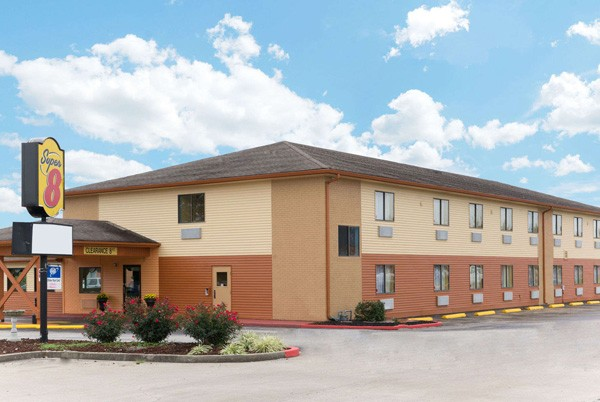 super-8-motel.jpg