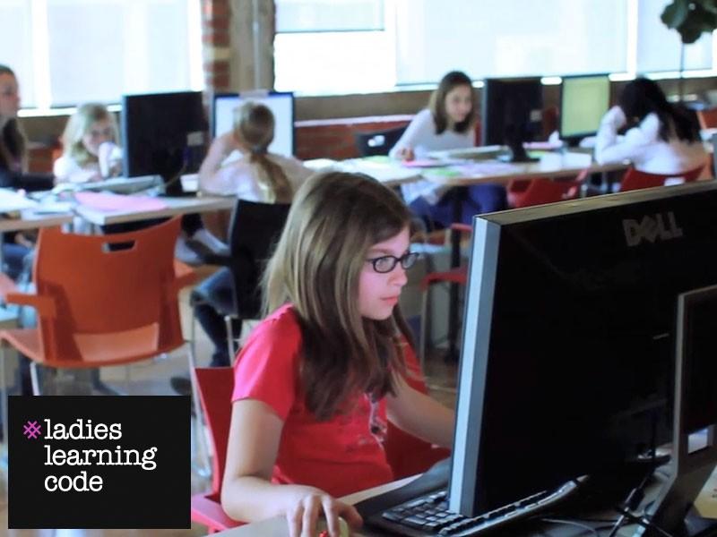 girls_learning_code.jpg