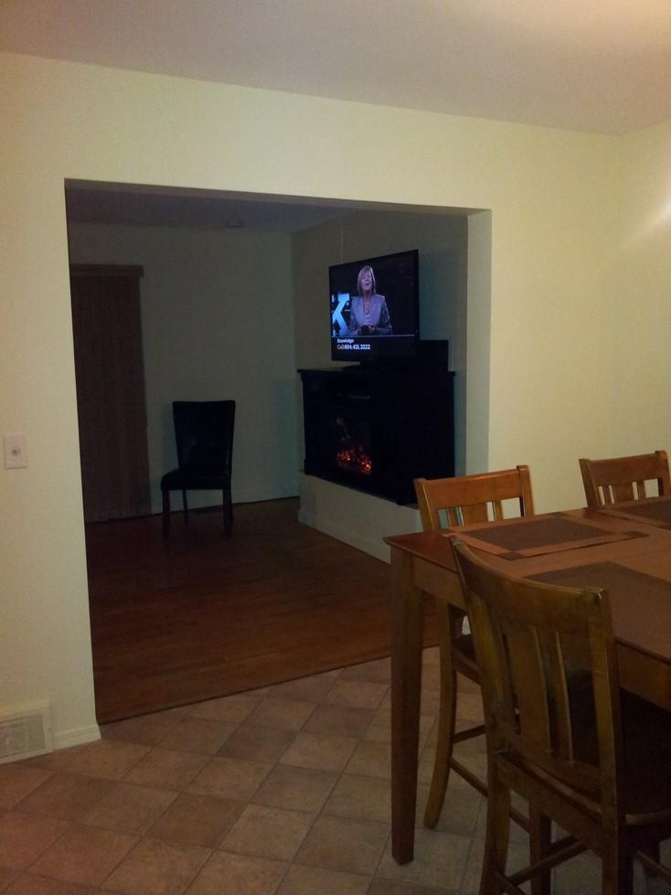 320 Edwards dining room to tv_resize.jpg