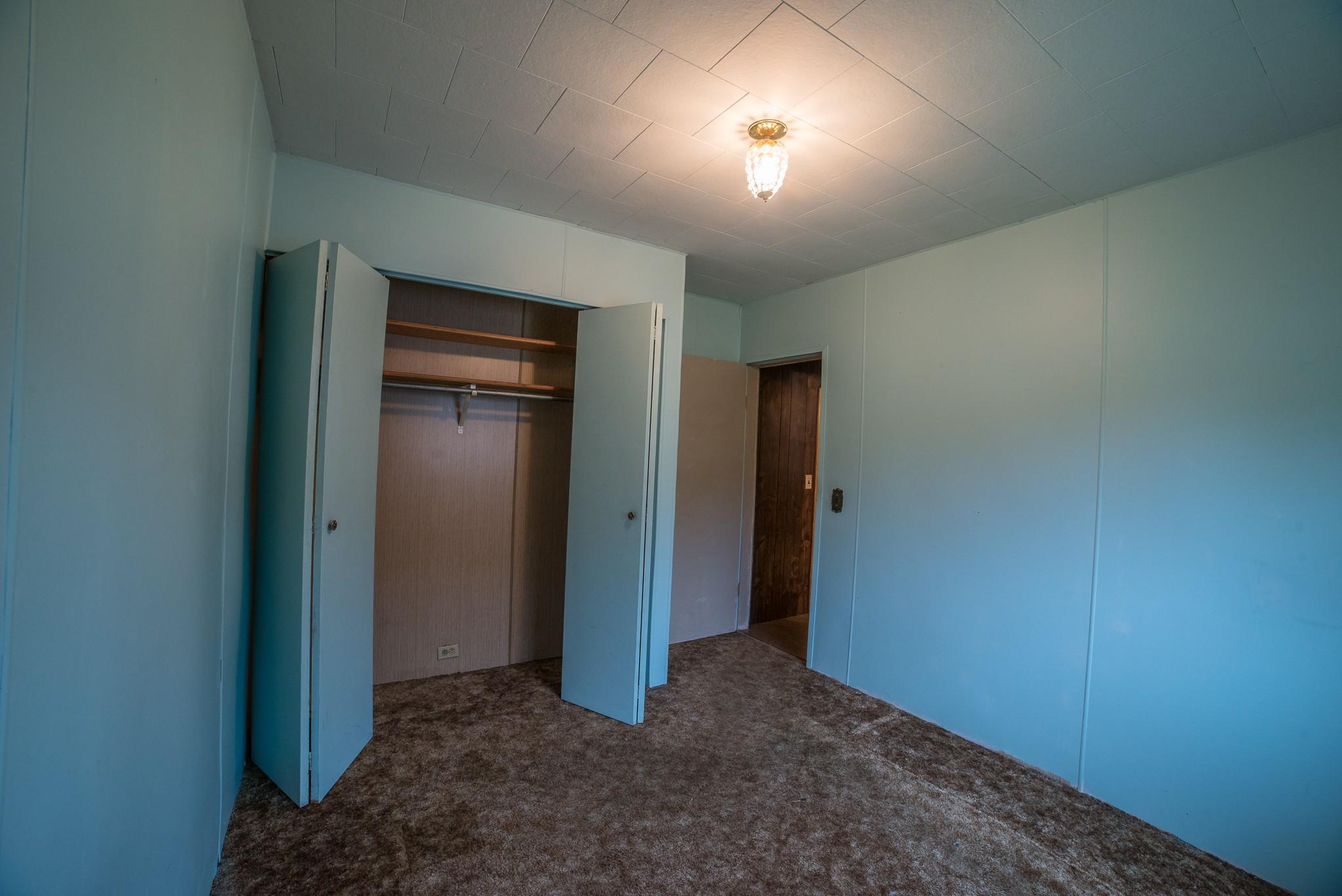 East Bedroom-01.jpg