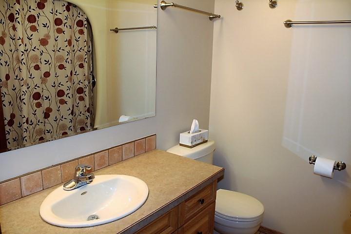 1526 09 Bathroom upstairs Mass .JPG