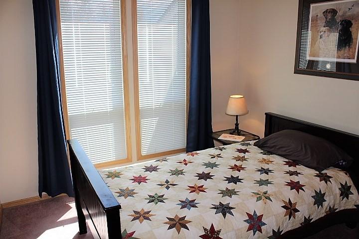1526 12 Bedroom upstairs 3.JPG