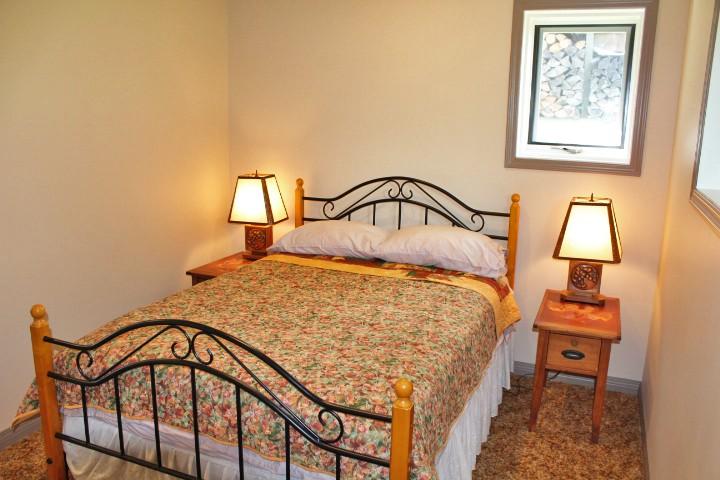 1526 14 Bedroom downstairs IMG_4023.jpg