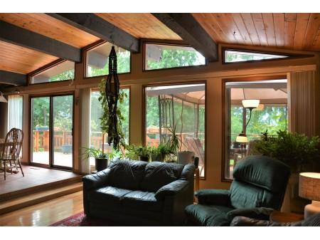 Livingroom at 1039 Nichol (1).jpg